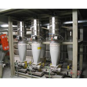 Caricamento-di-dosatori-nel-settore-della-colorazione-a-secco-per-ossidi-e-pigmenti