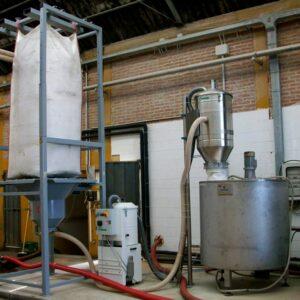 Sistema-di-trasporto-farine-fossili-con-prelevamento-da-svuota-big-bag-e-trasferimento-su-filtro
